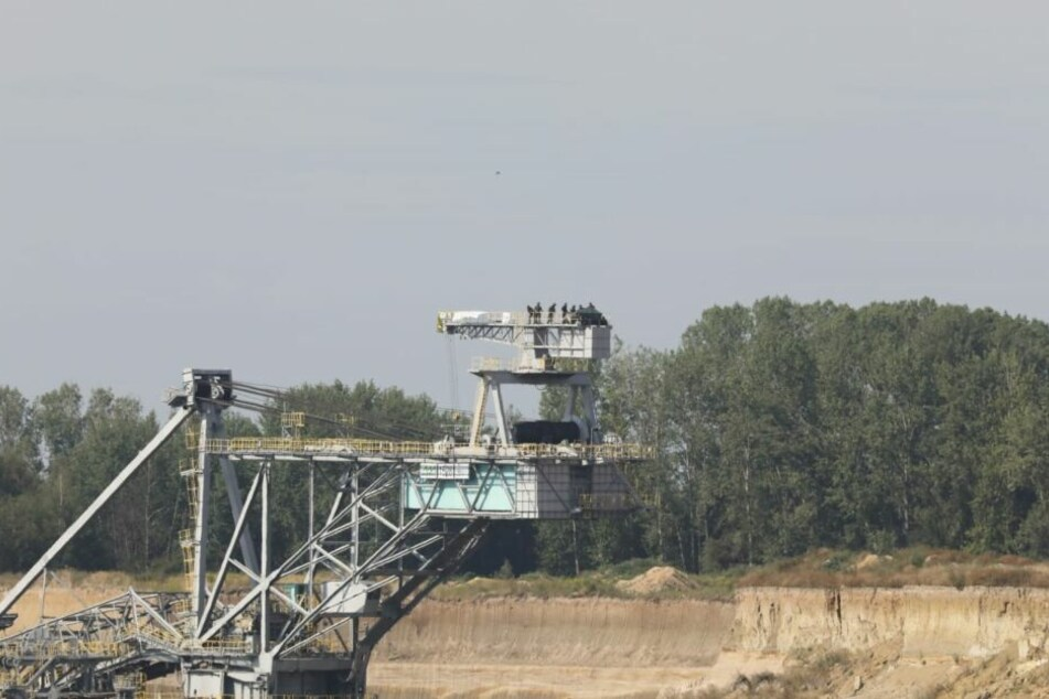Am Dienstag besetzten zehn Personen einen Kohlebagger der MIBRAG im Tagebau Vereinigtes Schleenhain.