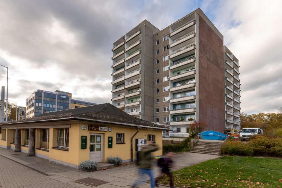 Auch das Hochhaus am Falkeplatz wird rundum saniert. Bis September 2020 wird die Fassade inklusive Balkone erneut, ebenso die 94 Wohnungen.