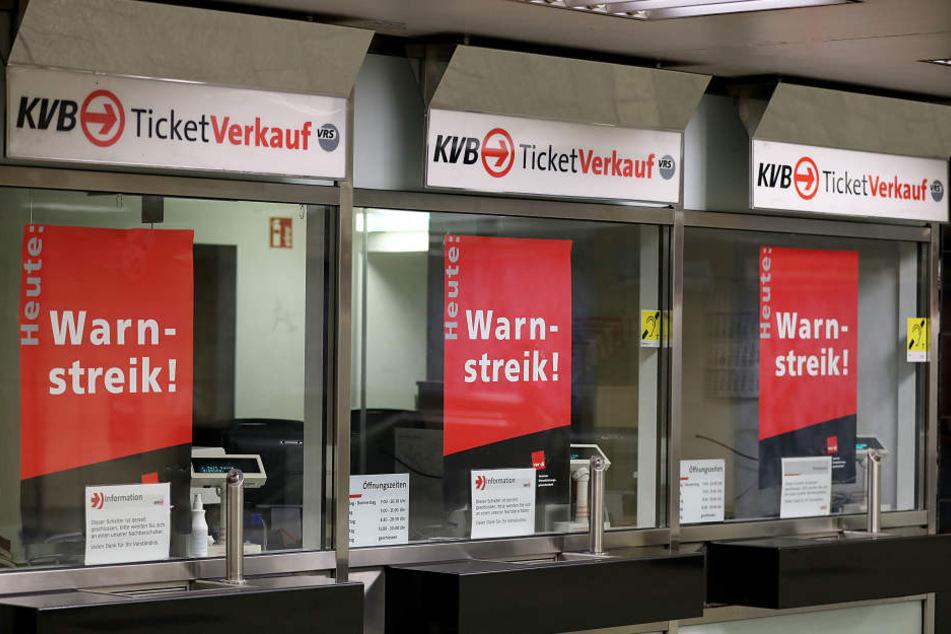 Die Busse und Bahnen der KVB sollen erst ab Donnerstag morgen wieder fahren.