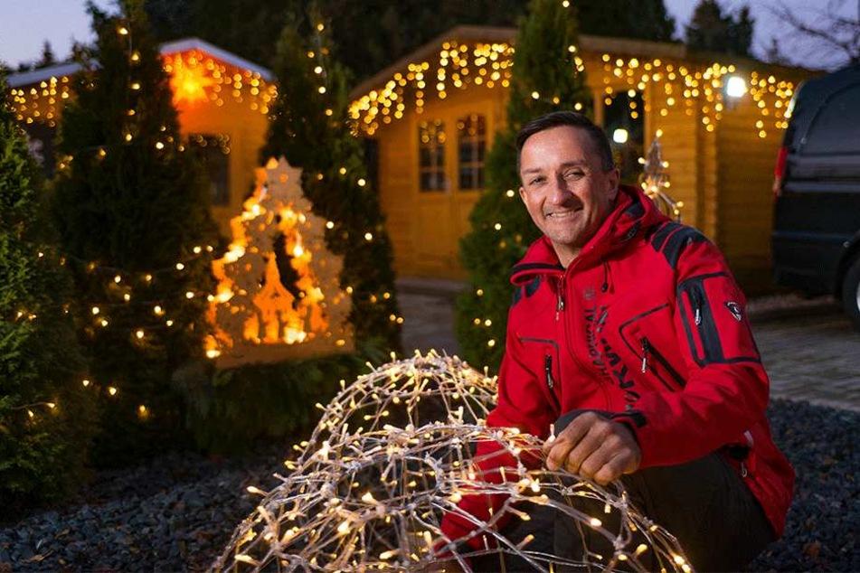 Dieser Mann hat in Dresden eine Weihnachtssiedlung geschaffen
