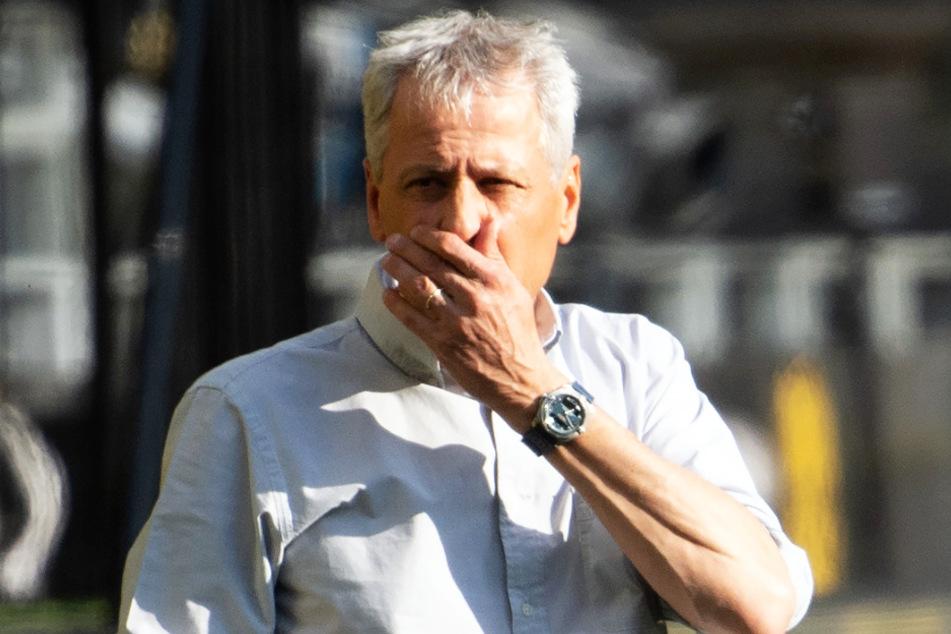 BVB-Coach Lucien Favre scheint von der anhaltenden Kritik an seiner Person genervt zu sein.