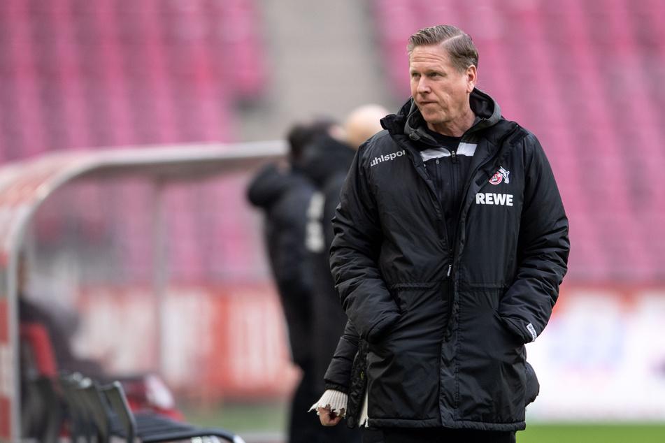 Vor dem Krisenduell am Samstag gegen Hertha BSC nimmt der Druck auf Trainer Markus Gisdol (51) vom 1. FC Köln zu. Der bleibt bislang jedoch entspannt.