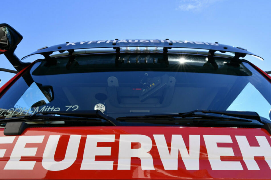 Blick auf ein Einsatzfahrzeug der Feuerwehr. (Symbolbild)