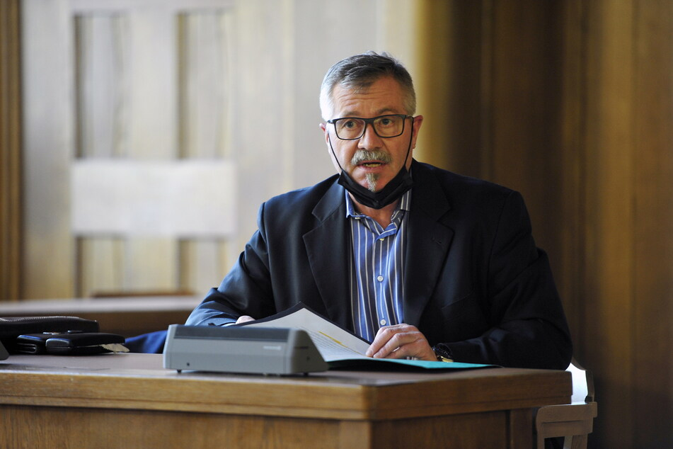 Bürgermeister Miko Runkel (60, parteilos) ignorierte den Ratsbeschluss bisher.
