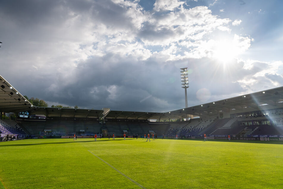 Sachsen feiert am Samstag 30 Jahre Wiedergründung im Erzgebirgsstadion.