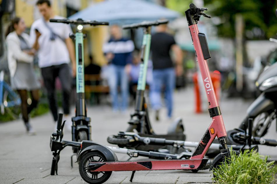 In Köln haben sich am Wochenende einige schwere Unfälle mit E-Scootern ereignet. (Symbolbild)
