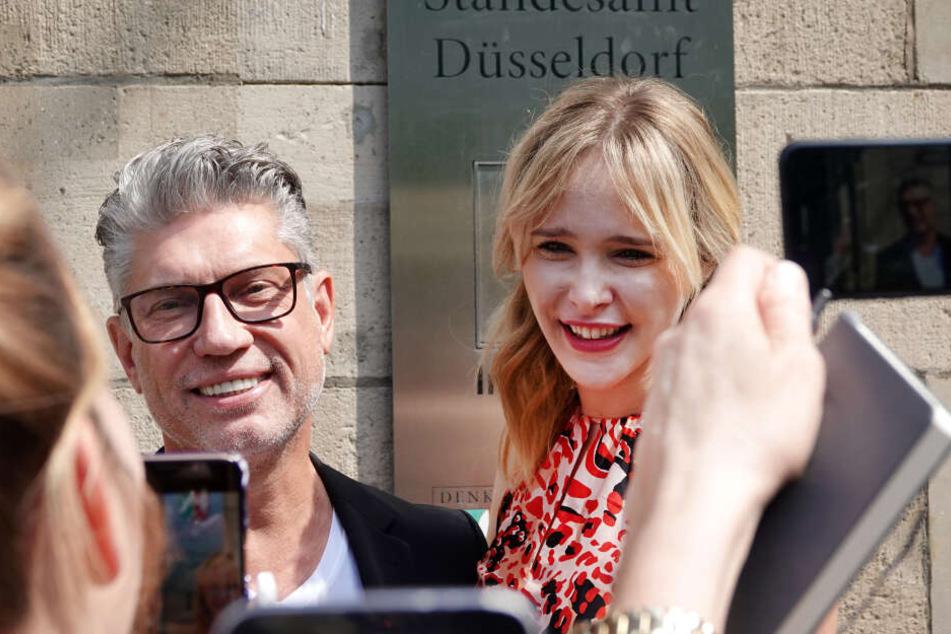 Die standesamtliche Hochzeit folgte am nächsten Tag in Düsseldorf.