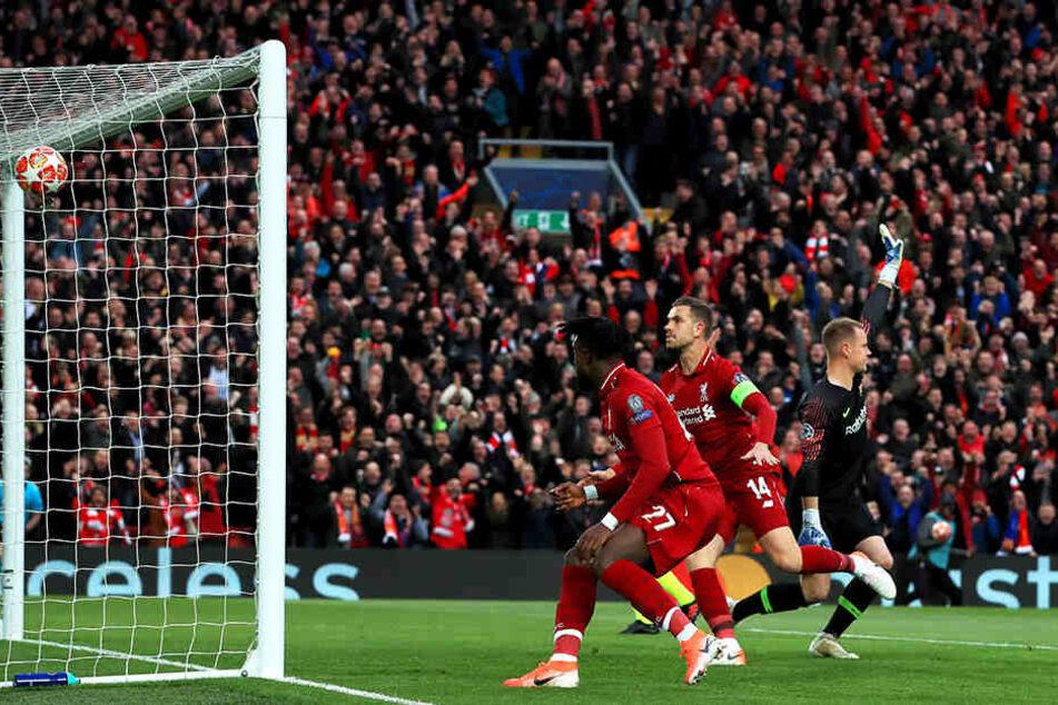 Da blutete das Herz eines jeden Barcelona-Fans! Bei der unglaublichen 0:4-Pleite in Liverpool war das frühe Führungstor der Reds durch Divock Origi (vorn) der Anfang vom bitteren Ende.
