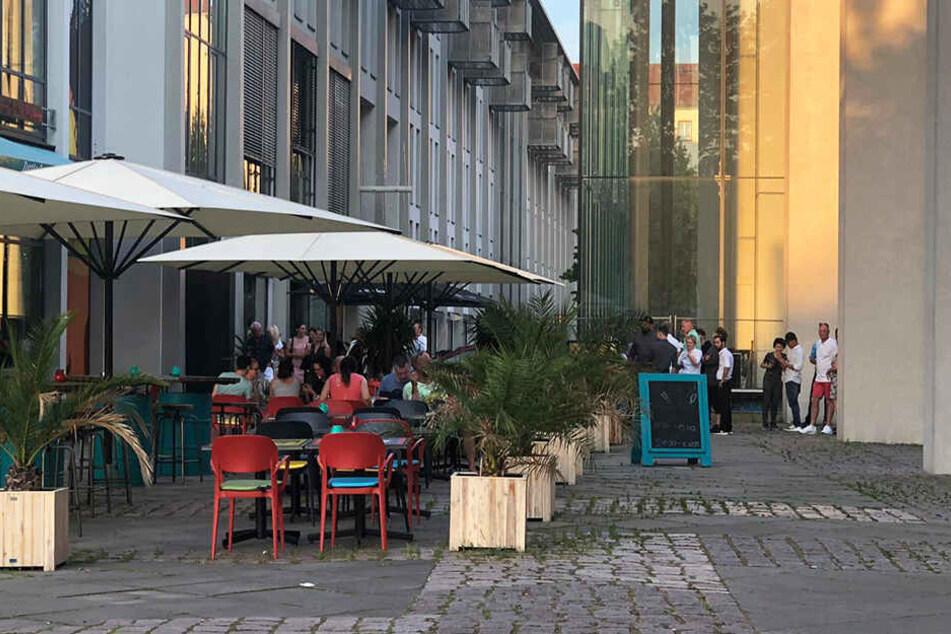 Restaurant-Besucher mussten ins Freie, durften nicht den Aufzug nutzen.