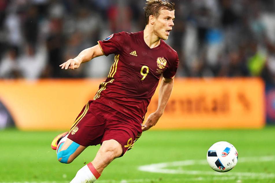 Alexander Kokorin ist sportlich einer der besten Mittelstürmer Russlands: 48 Länderspiele, 12 Tore, dazu 295 Pflichtspiele für Dinamo Moskau und Zenit St. Petersburg, in denen er 84 Mal traf und 39 Tore direkt vorbereitete.