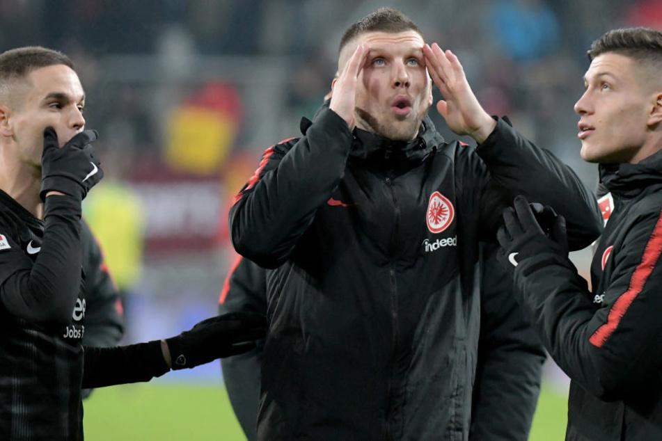 Diese Nachricht hat wohl auch Eintracht-Stürmer Ante Rebic (2. v. Re.) ganz schön überrascht.