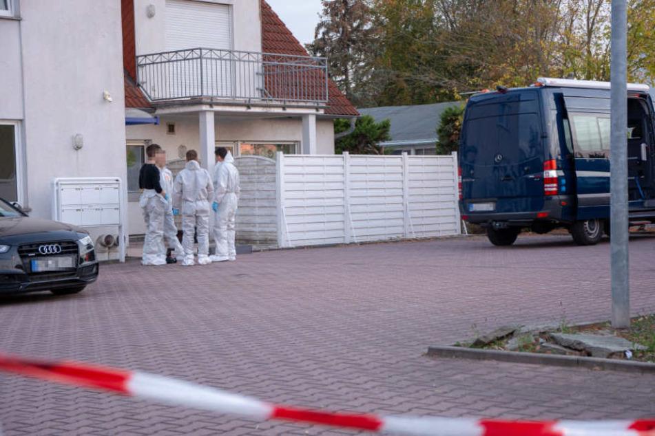 Angehörige der Frau fanden die Leiche in ihrer Wohnung.