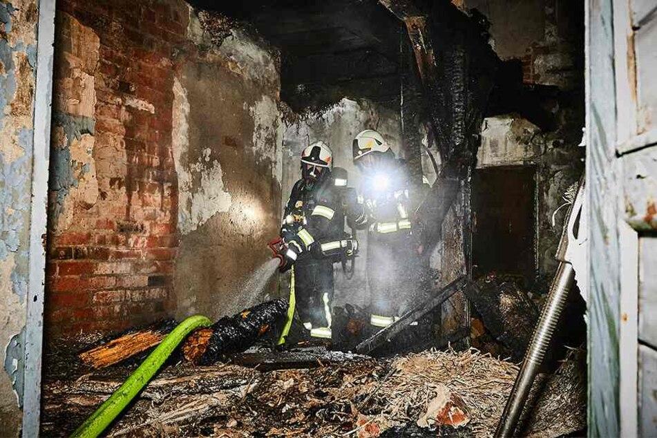 Ein Holzbalken und Unrat waren im Erdgeschoss in Brand geraten.