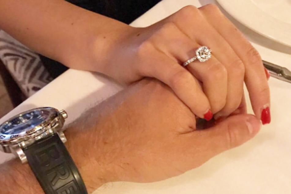 Sie sind erst seit kurzem ein Paar: Dieser GZSZ-Star hat sich verlobt!