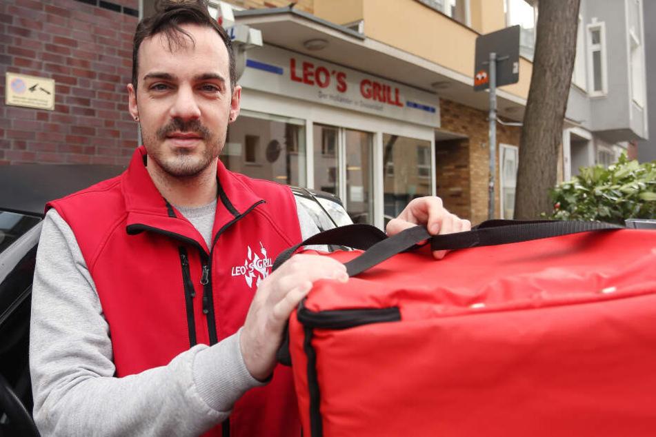 Der aufmerksame Imbissmitarbeiter Pascal Nebel (30) hat in Düsseldorf einem Stammkunden womöglich das Leben gerettet.