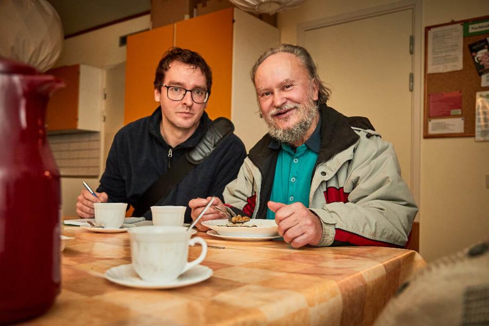 Morgenpost-Reporter Hermann Tydecks (36) mit Andreas (71), der seit zehn Jahren obdachlos ist.