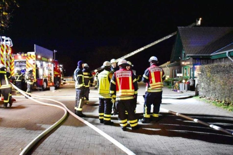 Die Feuerwehr Burscheid konnte das Übergreifen auf das Haupthaus verhindern.