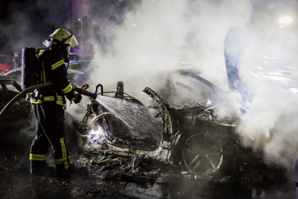 Elf Neuwagen brannten lichterloh: Der Brandstifter ist nun gefasst!
