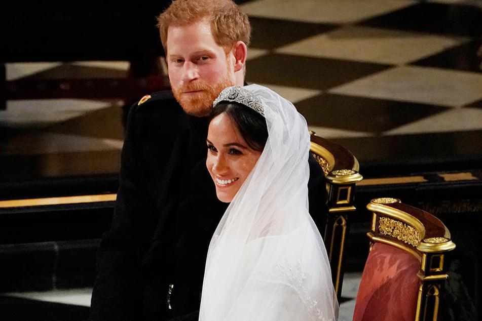 Prinz Harry und seine Frau Meghan währemd der Trauung.
