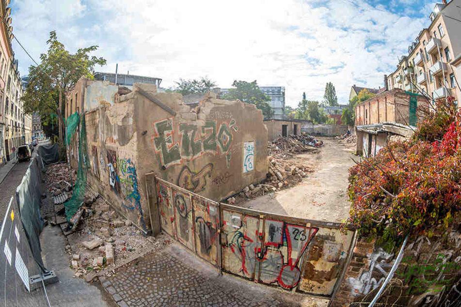 Die alte Kohlenhandlung Wendt an der Scheunenhofstraße 3 wird abgerissen,obwohl sie denkmalgeschützt war.