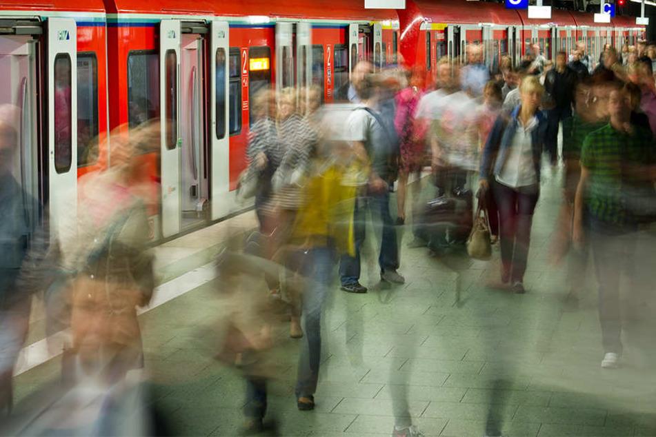 Zuggäste müssen sich auf der Strecke zwischen Leipzig und Chemnitz auf verspätungen und Ausfälle einstellen. (Symbolbild)