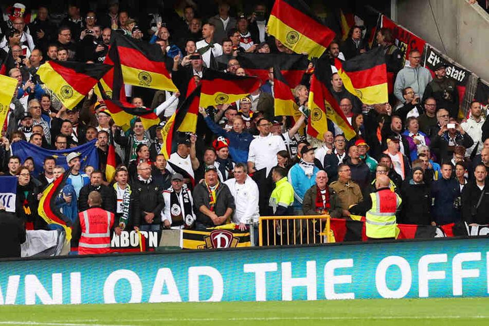 Mindestens ein Fan von Dynamo Dresden ist bis nach Belfast gereist.