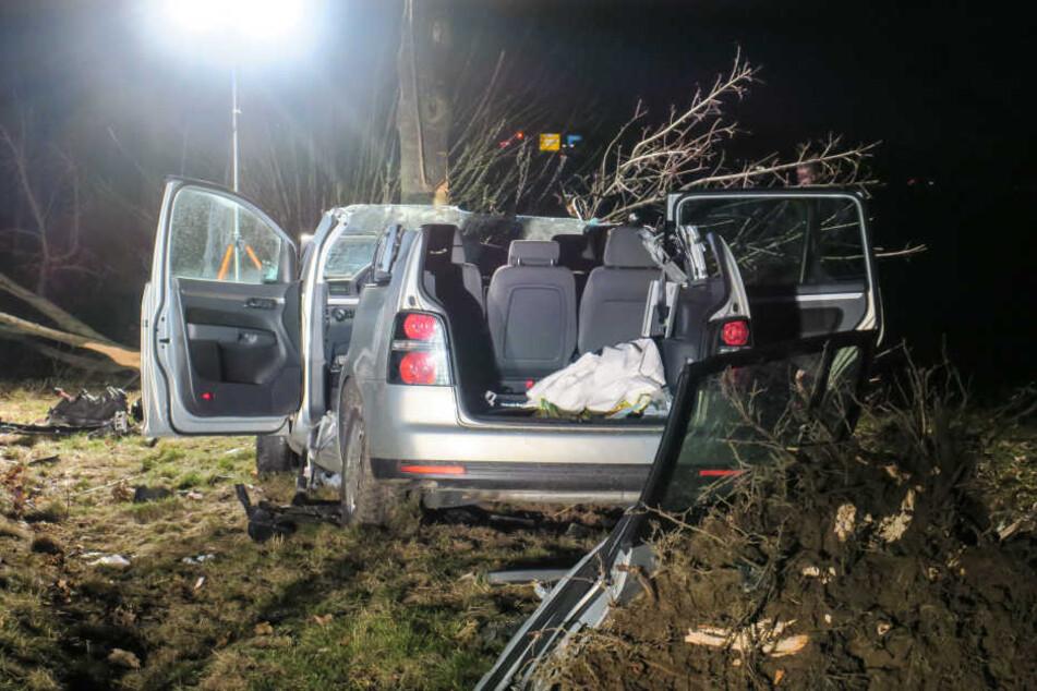 Um die Fahrerin aus dem Auto zu befreien, musste die Feuerwehr das Dach entfernen.