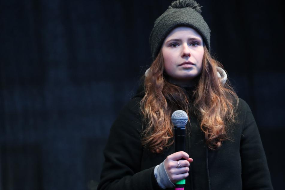 Die deutsche Klimaaktivistin Luisa Neubauer spricht vor Teilnehmern der Klima-Demonstration Fridays for Future.