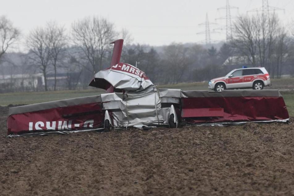 Das Flugzeug stürzte westlich der Autobahn 5 ab.