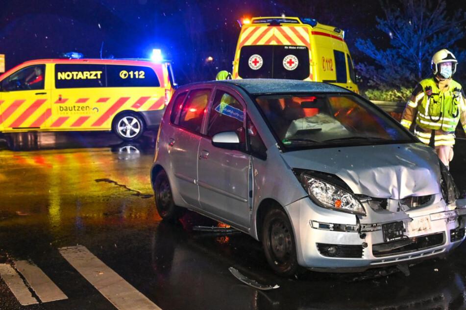 Unfall auf der B156: Transporter und Kleinwagen krachen frontal zusammen!