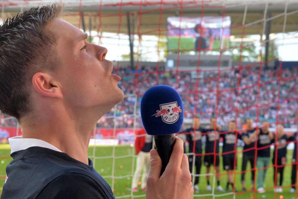 Kapitän Dominik Kaiser feiert am 8. Mai 2016 mit seinen Mitspielern und den Fans den Aufstieg in die Bundesliga. Im Sommer ist sein Weg bei RB zu Ende.