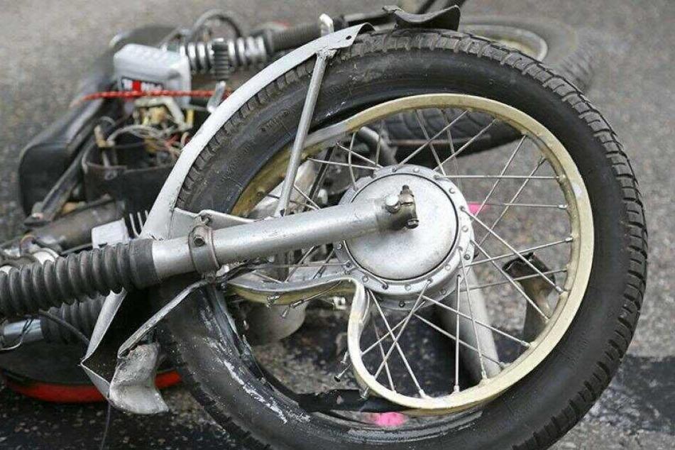17-jähriger Simson-Fahrer bei Unfall schwer verletzt