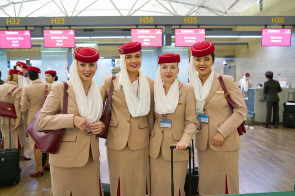 """Wer will in die """"Emirates""""-Uniform schlüpfen? Die Airline sucht in Dresden Flugbegleiter."""