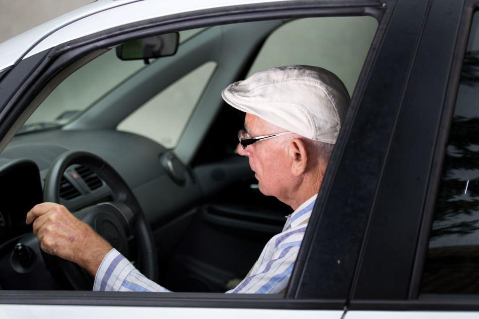 Ein älterer Herr verursachte jetzt erneut einen Unfall. (Symbolbild)