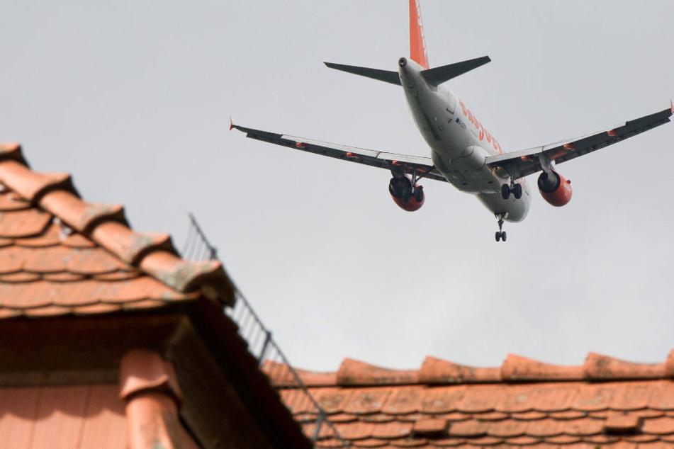 Anwohner wollen die vorgesehenen Flugrouten über Kleinmachnow verhindern. (Symbolbild)