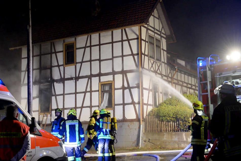 Die Feuerwehr versuchte stundenlang den Brand zu löschen.
