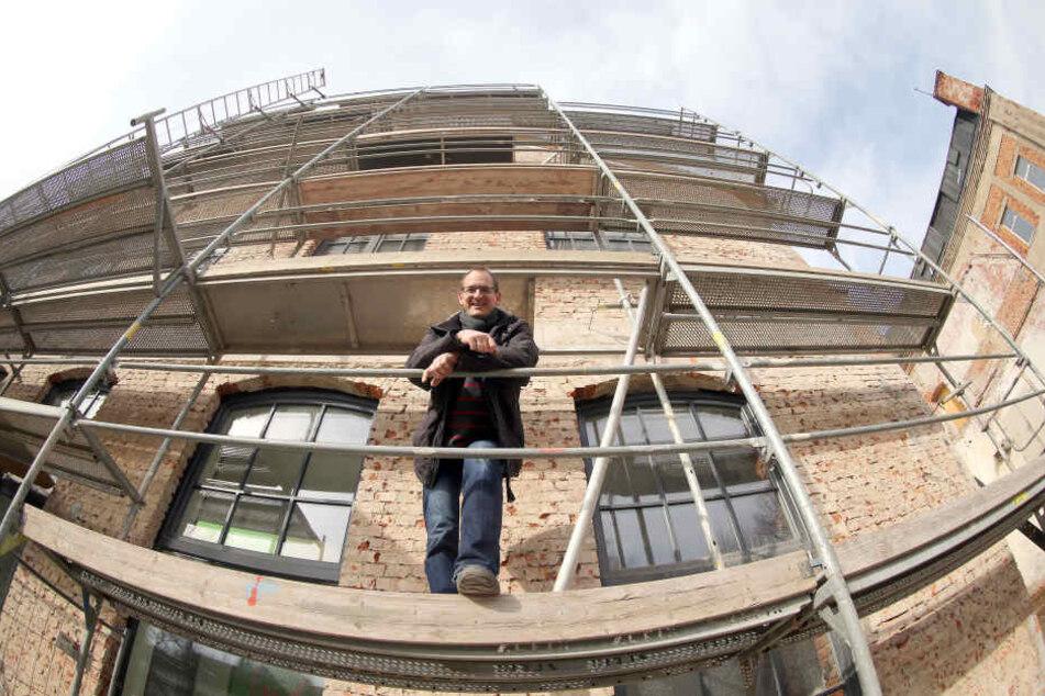 Der Putz fehlt noch, die Mieter sind schon da. Vertriebs-Chef Steve Tietze  (39) kann die Arbeiten an der ehemaligen Schlosserei bald abhaken.