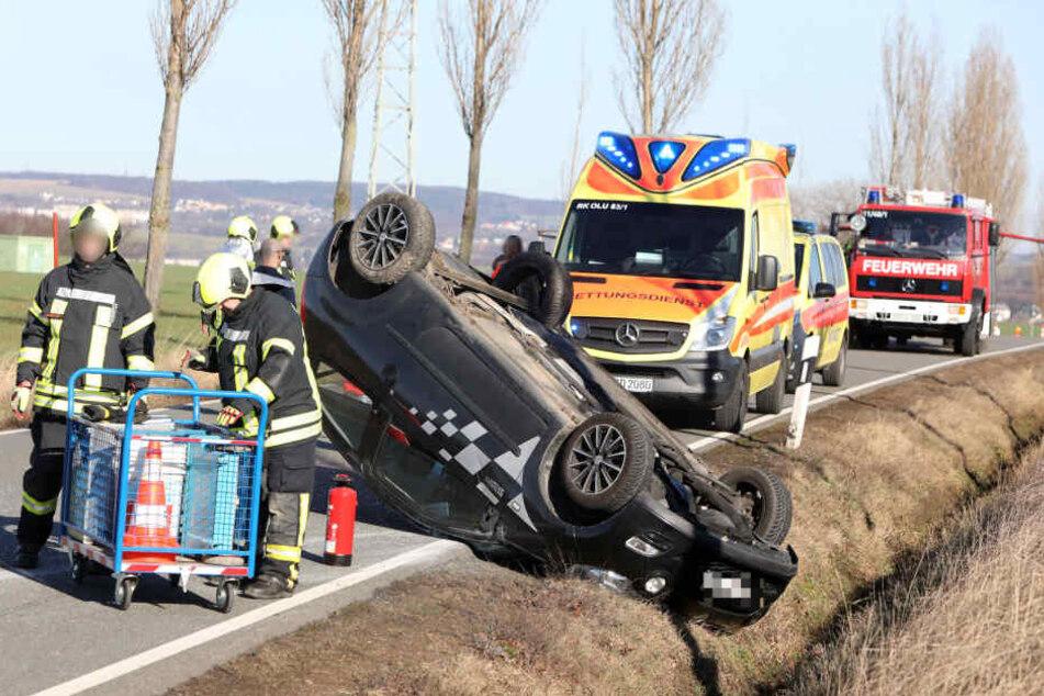 Auf der Straße zwischen Gersdorf und Hohndorf musste ein Renault einem entgegenkommenden Auto ausweichen. Der Renault verlor die Kontrolle und überschlug sich dabei.