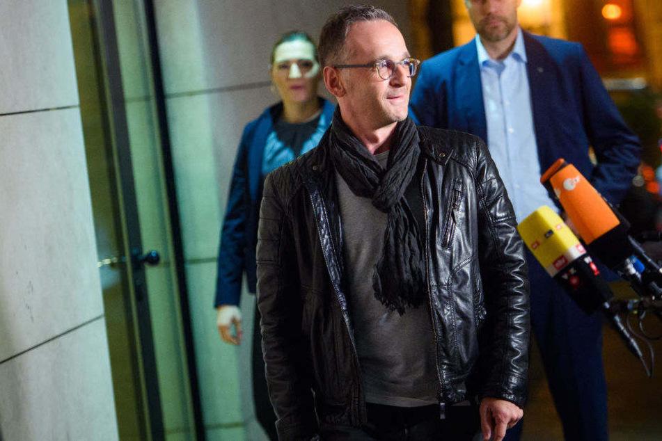 Mit diesem Look kam Außenminister Heiko Maas zur Präsidumssitzung der SPD.