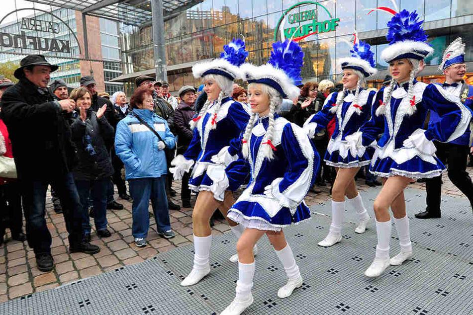 Am Aschermittwoch ist alles vorbei: Bis dahin feiern Narren und Fans die Fünfte Jahreszeit.