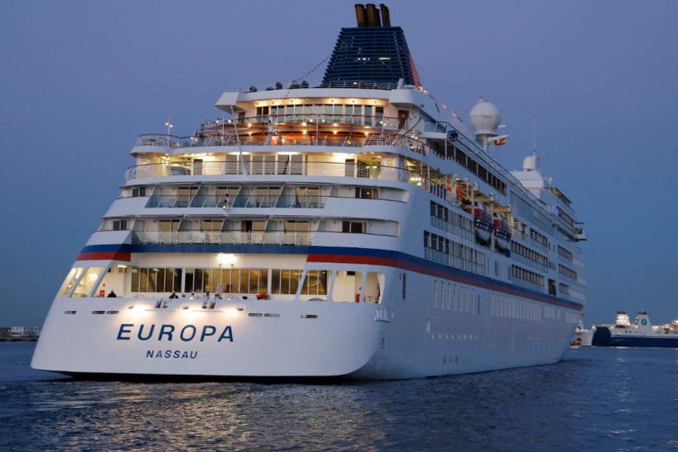 """Das Kreuzfahrtschiff """"Europa"""" läuft im Hafen von Palma ein."""
