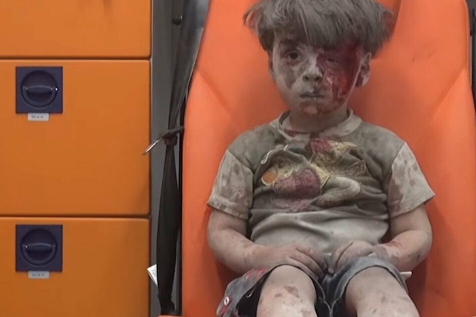 Der zehnjährige Bruder von Omran sei am Samstag seinen Wunden im Bauchbereich erlegen.