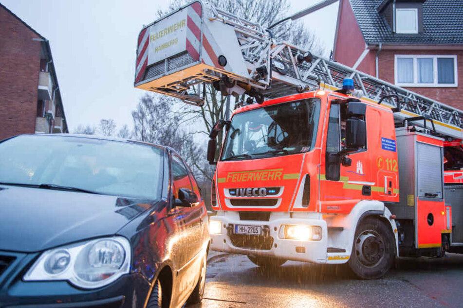 Schwerer Einsatz: Feuerwehr rettet 300-Kilo-Frau mit Kran aus Wohnung