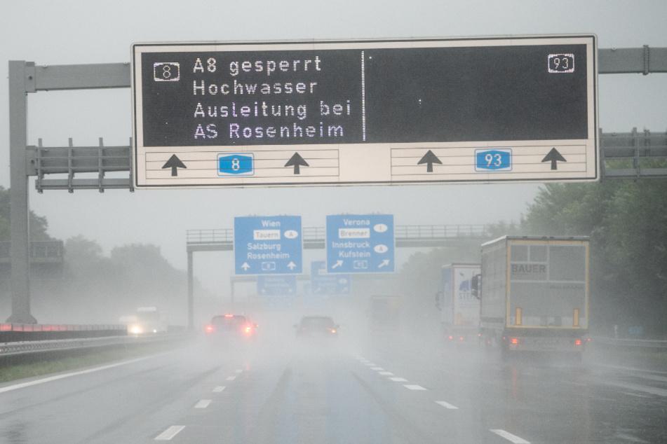 Nach Vollsperrung der A8: Autobahn nach Überflutung wieder frei