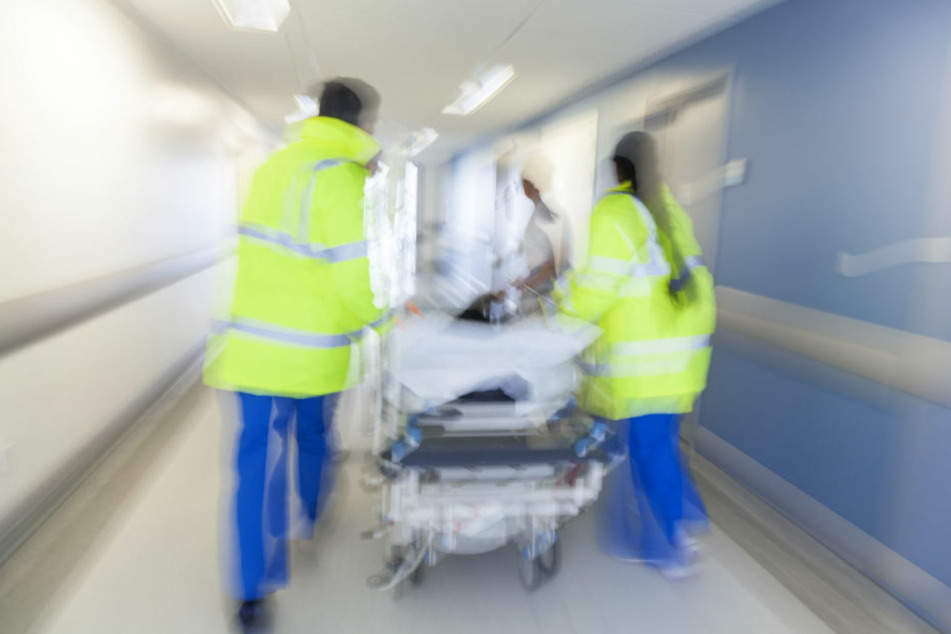 Im Krankenhaus hatten die Ärzte tagelang um das Leben des Manns gekämpft. (Symbolbild)