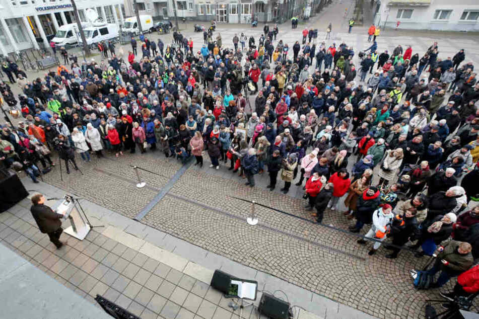 Am Freitag kamen 500 Menschen zu einer Solidaritätsveranstaltung für den Krefelder Zoo.