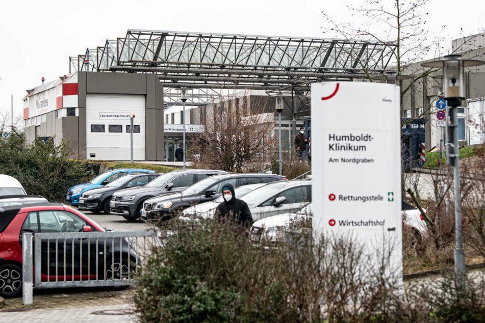 Nach der Quarantäne wegen des Ausbruchs einer Coronavirus-Mutation will das Berliner Vivantes Humboldt-Klinikum ab Donnerstag wieder Patientinnen und Patienten aufnehmen.