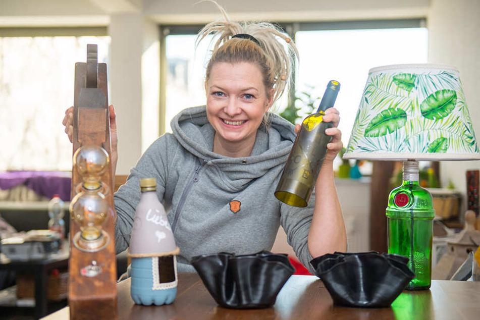 Denise Quarch (33) aus Chemnitz verwandelt Müll in originelle Lampen. Jährlich stellt sie mittlerweile 1000 Leuchten her.