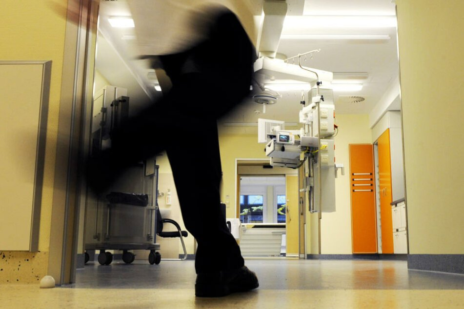 Im Krankenhaus! 29-Jähriger missbraucht schlafendes Mädchen (15)