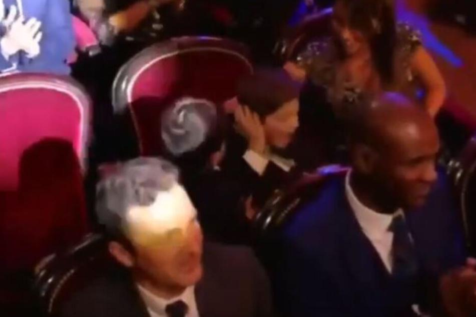 Freude oder Zoff? Mateo (4) und Thiago (7) während der Verleihung des Ballon d'Or in Paris. Antonella Roccuzzo (31), Messis Ehefrau und Mutter der beiden Sprösslinge, sitzt daneben.
